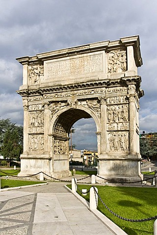 Triumphal Arch of Trajan, 114-117 a.C., Roman building, Benevento, Campania, South of Italy, Europe