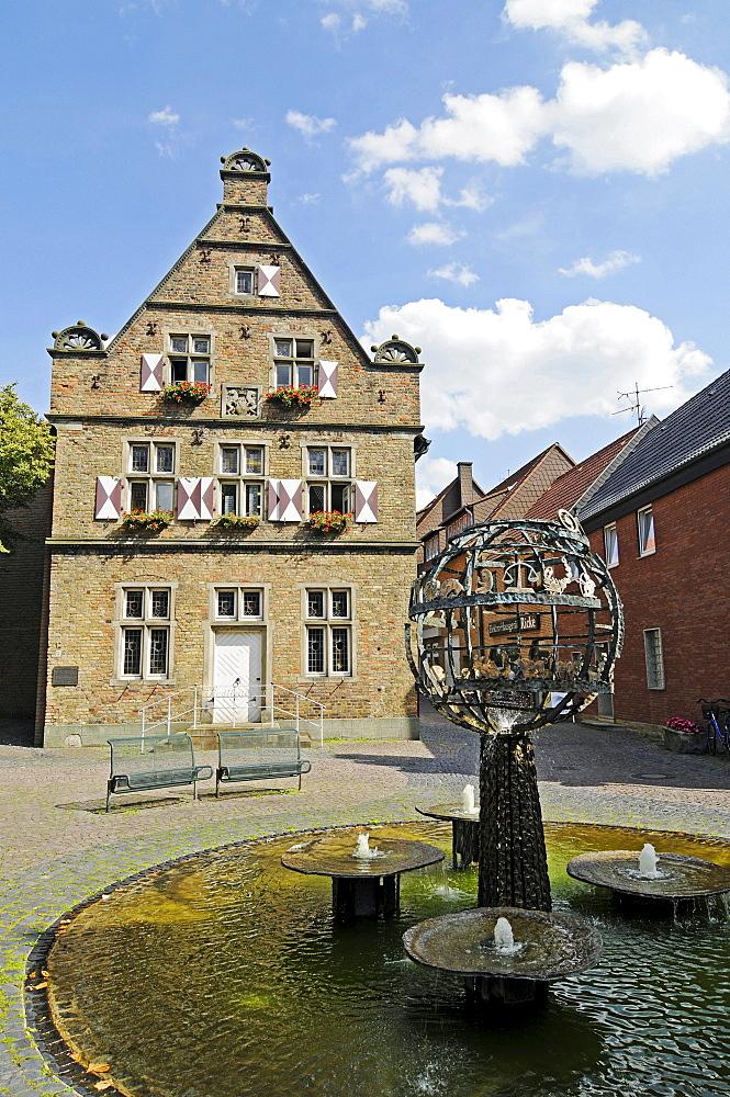 Fountain, Steinhaus building, public library, historic old town, Werne, Kreis Unna district, North Rhine-Westphalia, Germany, Europe