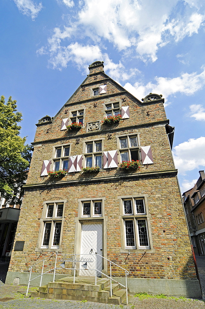 Steinhaus building, public library, historic old town, Werne, Kreis Unna district, North Rhine-Westphalia, Germany, Europe