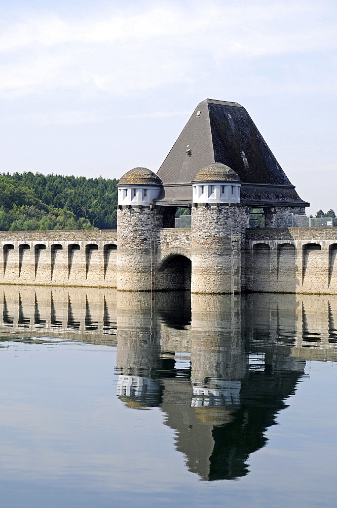 Dam, tower and barrier wall, Moehne Reservoir, North Rhine-Westphalia, Germany, Europe