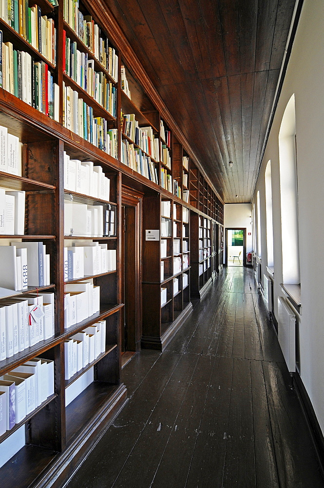Books, library, corridor, hallway, Schloss Dyck, moated Baroque castle, Museum, Juechen, Lower Rhine, North Rhine-Westphalia, Germany, Europe
