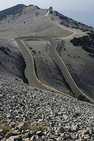 Road bend leading to Mont Ventoux, Provence-Alpes-Cote díAzur, France, Europe