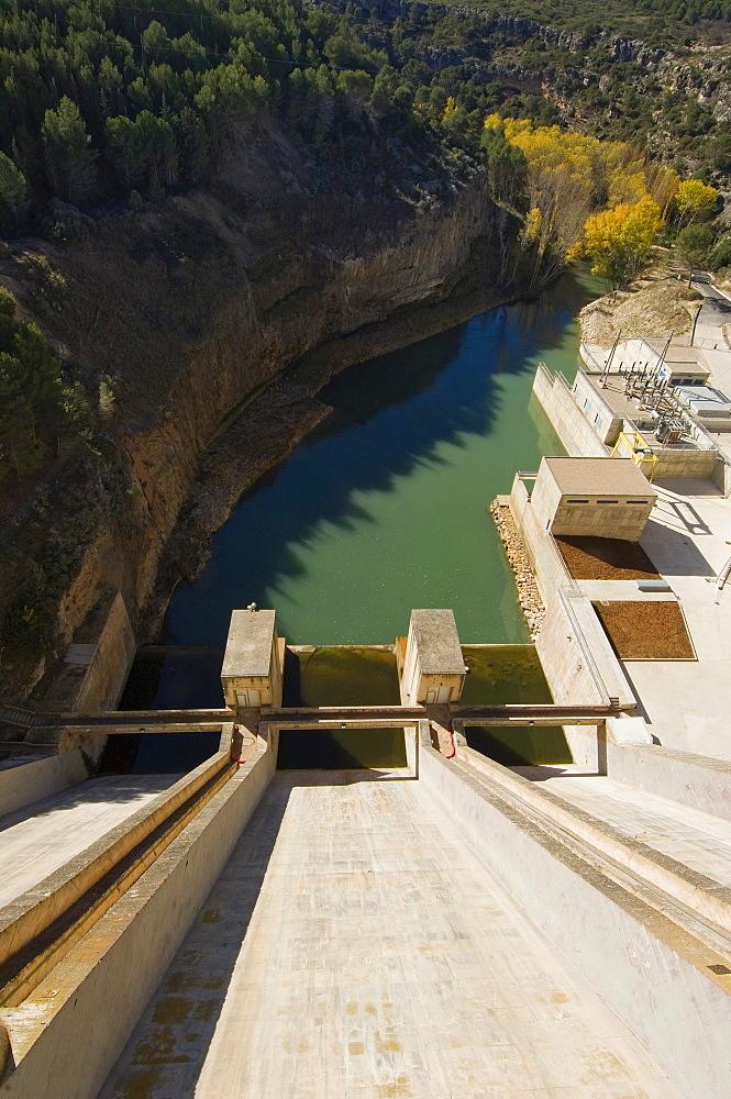 Dam at Alarcon reservoir, Alarcon, Cuenca province, Castilla-La Mancha, Spain, Europe