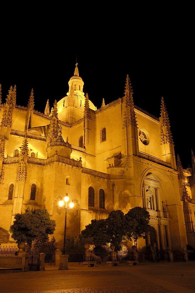 Cathedral at night, Segovia, Castilla Leon, Spain, Europe