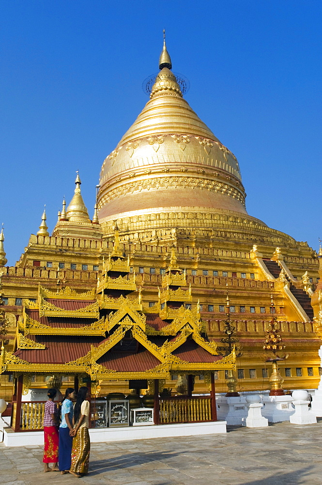 Golden Zedi, Shwezigon Pagoda, temple, Nyaung U, Bagan, Pagan, Burma, Myanmar, Asia
