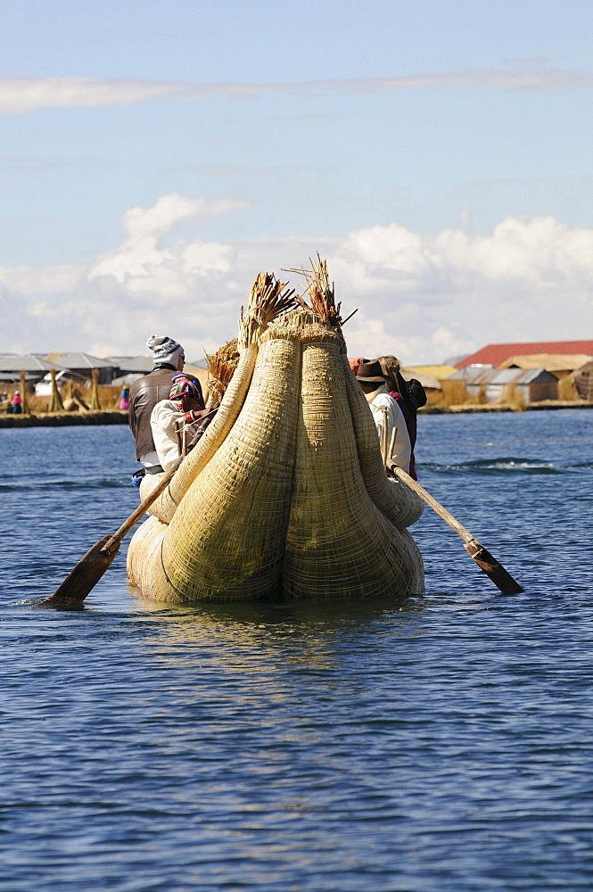 Reed boat, Uros, floating island, Lake Titicaca, Peru, South America, Latin America