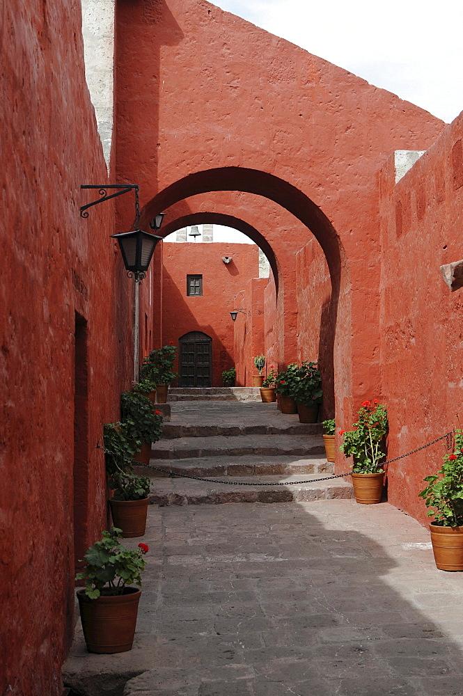 Narrow lane, Santa Catalina monastery, Arequipa, Inca settlement, Quechua settlement, nunnery, Peru, South America, Latin America