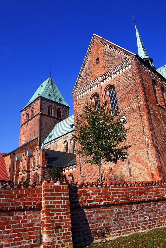 Ratzeburger Dom cathedral in romanic style, Ratzeburg, Kreis Herzogtum Lauenburg district, Schleswig-Holstein, Germany, Europe