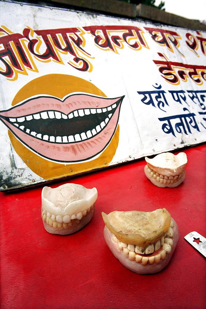 Sardar Market Cirdikot in Jodhpur, Indian dentures, Jodhpur, Rajasthan, India, Asia