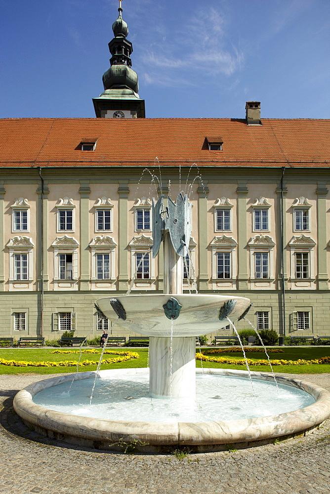 """Fountain """"Der Gesang"""" """"The Song"""" by Kikki Kogelnik, Landhaus parliament, Klagenfurt, Carinthia, Austria, Europe"""