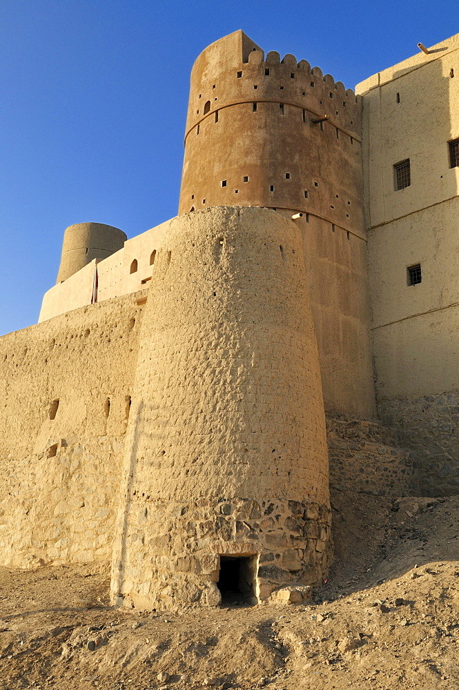 Historic adobe fortification Bahla fort or castle, UNESCO World Heritage Site, Hajar al Gharbi Mountains, Dhakiliya Region, Sultanate of Oman, Arabia, Middle East