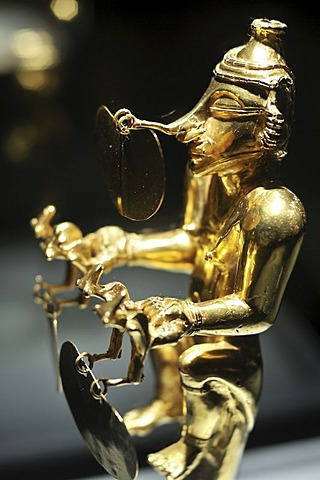 Pre-Columbian goldwork collection, female Cacique, Gold Museum, Museo del Oro, Bogota, Colombia, South America