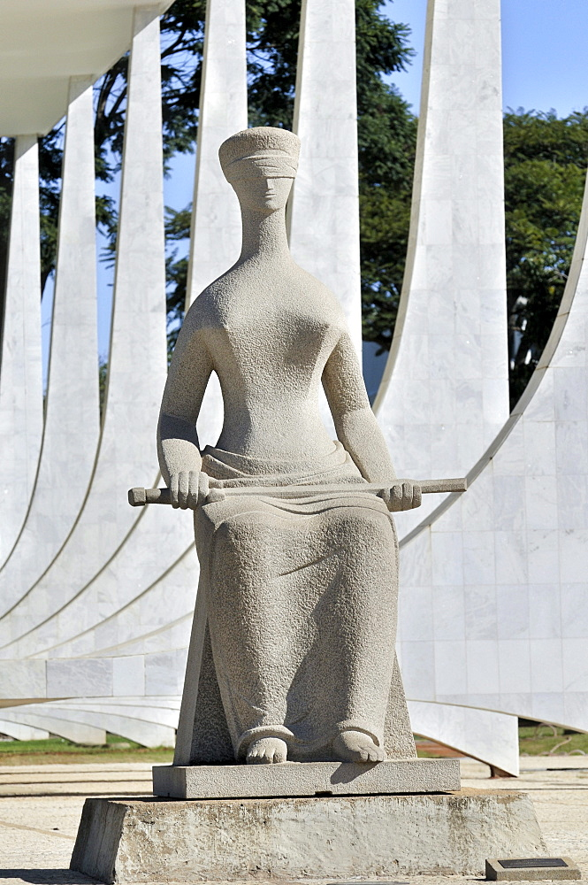 Statue of a blindfolded Justice in front of the building of the Brazilian Supreme Court, architect Oscar Niemeyer, Brasilia, Distrito Federal state, Brazil, South America