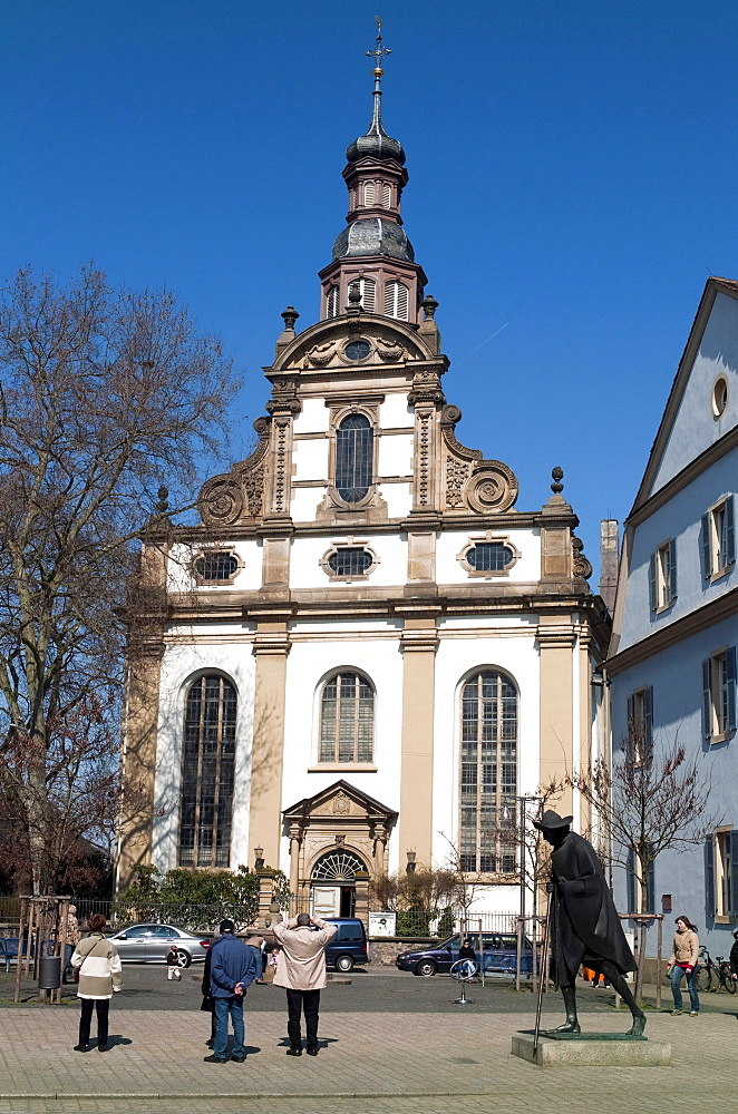 Dreifaltigkeitskirche, Trinity Church, Lutheran Church, Speyer pilgrims, bronze statue by Martin Mayer, Speyer, Rhineland-Palatinate, Germany, Europe.