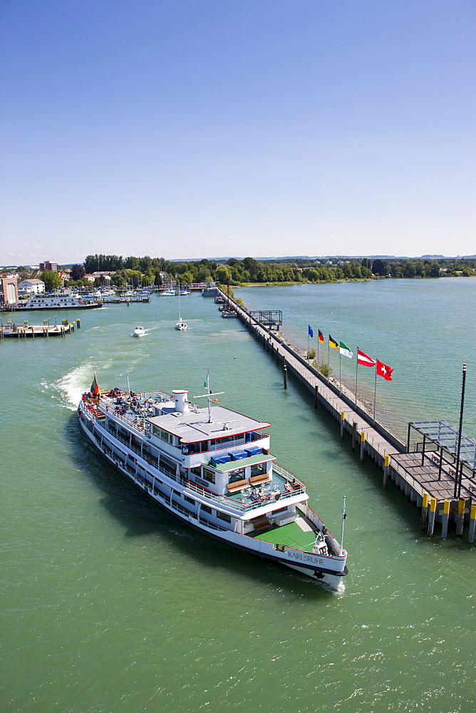Tourist boat leaving Friedrichshafen Harbour, Friedrichshafen on Lake Constance, Baden-Wuerttemberg, Germany, Europe