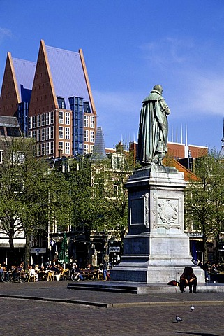 Statue of William of Orange, Willem van Oranje on Plein Square, in front of a modern office building, The Hague, Province of South Holland, Zuid-Holland, Netherlands, Benelux, Europe
