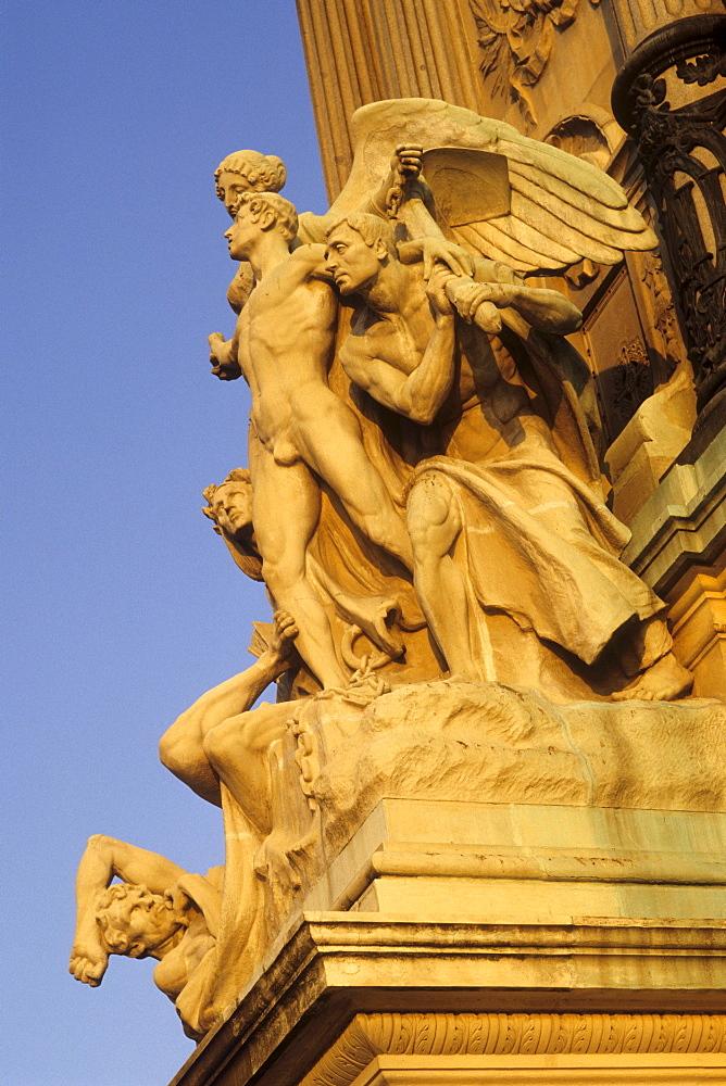 Sculpture with an angel figure, Glorieta de la Sardana in the park, Parque del Retiro, Madrid, Spain, Europe