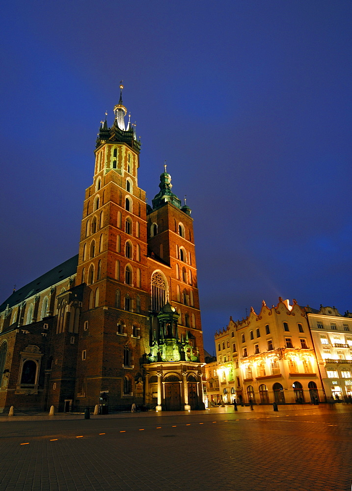 Gothic basilica of Virgin Mary, Kosciol Mariacki, on the main or grand market square Rynek Glowny at night, Cracow, Poland, Europe