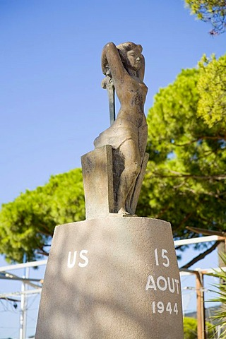 A sculpture at the harbour promenade commemorates the landing of Allied troops August 15, 1944, in Sainte-Maxime, Departement Var, at the Cote d'Azur, Provence, Southern France, France