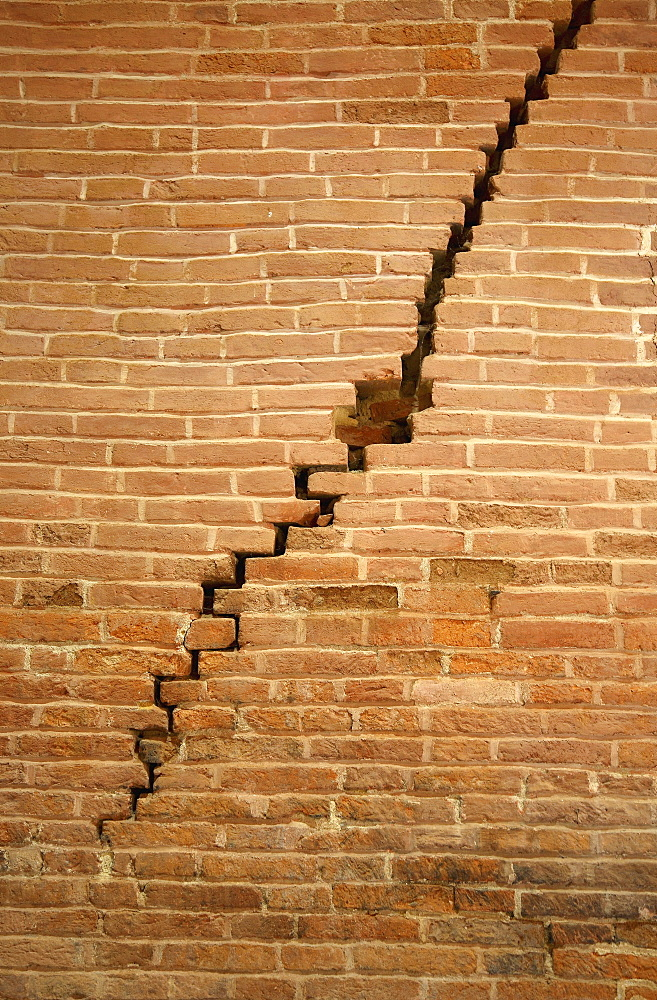 Crack in brick wall caused by earthquake - 832-237133