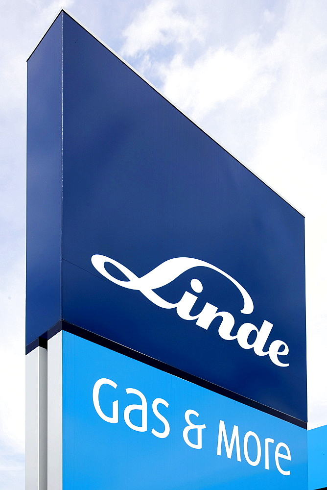 Service station of the Linde AG company in Regensburg, Bavaria, Germany, Europe