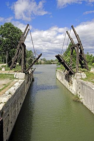 Vincent van Gogh bridge, Le Pont van Gogh, Pont de Langlois, drawbridge, Arles, Bouches-du-Rhone, Provence-Alpes-Cote d'Azur, Southern France, France, Europe