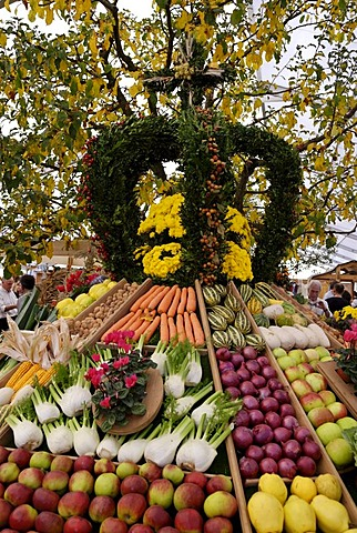 Harvest festival crown, harvest festival at the apple market in Bad Feilnbach, Upper Bavaria, Bavaria, Germany, Europe