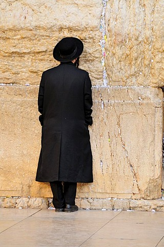 Orthodox jew praying at the Waling Wall, Jerusalem, Israel, Near East, Orient