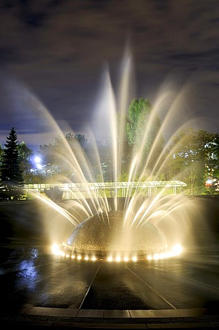 """The Fountain"" in front of Space Needle, City Center, night shot, Seattle, U.S state of Washington, USA, North America"