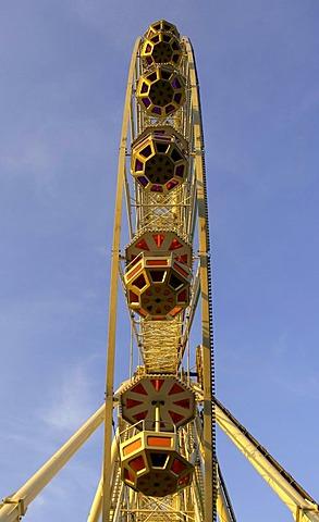 Ferris wheel at the Cannstatter Volksfest Fair in Stuttgart, Baden-Wuerttemberg, Germany, Europe