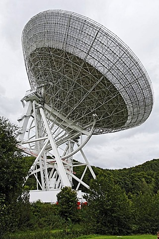 Radio telescope, Max-Planck-Institute for radio astronomy, Bad Muenstereifel-Effelsberg, Eifel, North Rhine-Westphalia, Germany, Europe