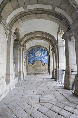 Archway in the Cathedral of Porto, UNESCO World Heritage Site, Portugal, Europe