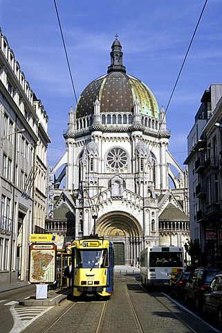Eglise Sainte Ste Marie, Sint St Maria Kerk, church with large cupola at the Place de la Reine, Koninginneplein, tram in the Rue Royale, Koningsstraat, Schaerbeek, Schaarbeek, Brussels, Belgium, Benelux, Europe