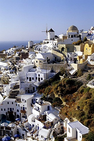 Village of Oia with its white houses, Island of Santorini, Thera or Thira, Cyclades, the Aegean, Mediterranean Sea, Greece, Europe