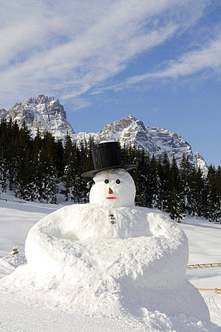 Snowman in front of the Elferkogel Mountain and Rotwand or Pietrarossa Mountain, Hochpustertal Valley or High Puster Valley or Alto Pusteria, Bolzano-Bozen, Dolomite Alps, Italy, Europe