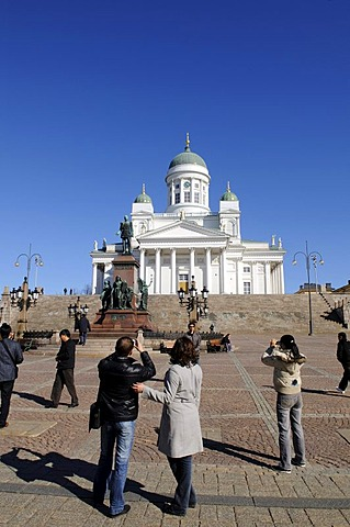 Alexander II statue, Tuomiokirkko, Helsinki Cathedral, people on Senate Square, Helsinki, Finland, Europe