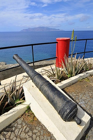 Miradouro Padrao, canon at viewpoint, Sao Filipe, Fogo Island, Cape Verde Islands, Africa