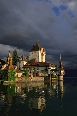 Oberhofen Castle, Lake Thun, Thun, canton of Berne, Switzerland, Europe