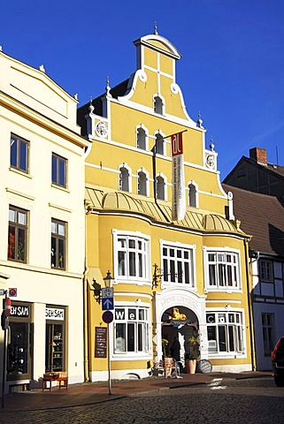 Historic house, former Loewen Apotheke, pharmacy, in the Old Town of Wismar, UNESCO World Heritage Site, Mecklenburg-Western Pomerania, Germany, Europe