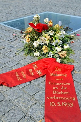 Wreath of flowers laid in remembrance of the Burning of the Books on May 10, 1933, Bebelplatz square, Berlin, Germany, Europe
