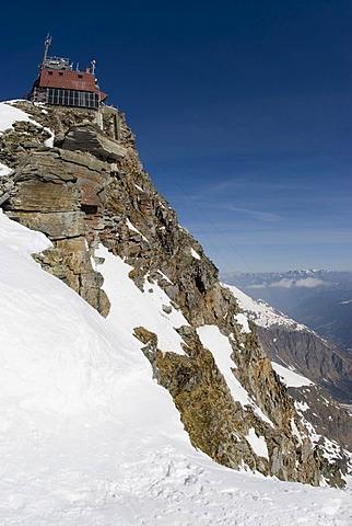 Weather station on Mount Sonnblick (3105m), Hohe Tauern Range National Park, Salzburg, Austria, Europe