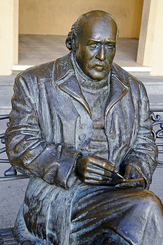 Bronze sculpture of painter Sixto Marco, Elche, Elx, Alicante, Costa Blanca, Spain