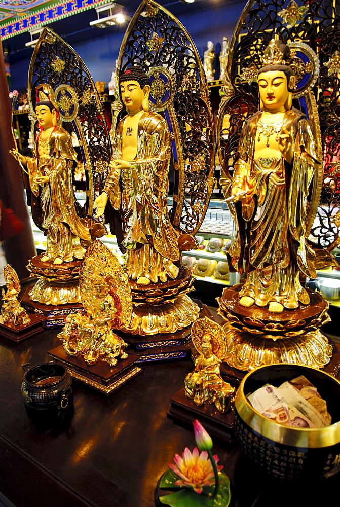 Buddhas, gift shop, Wannian monastery, Mount Emei near Chengdu, China, Asia