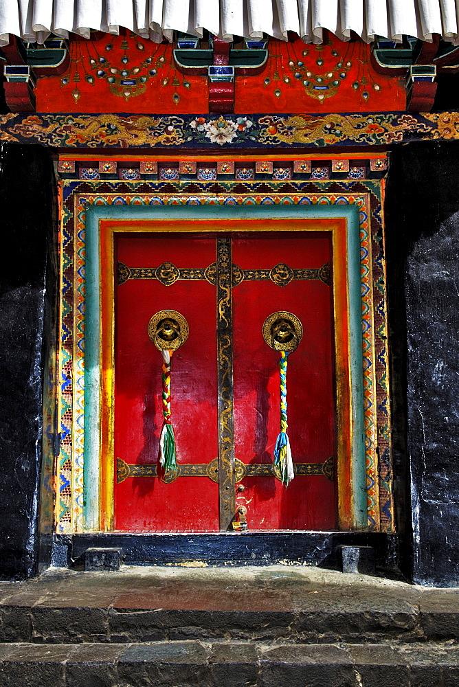 Gate, Jamkhang Chenmo monastery, Tashilhunpo, Tibet, Asia