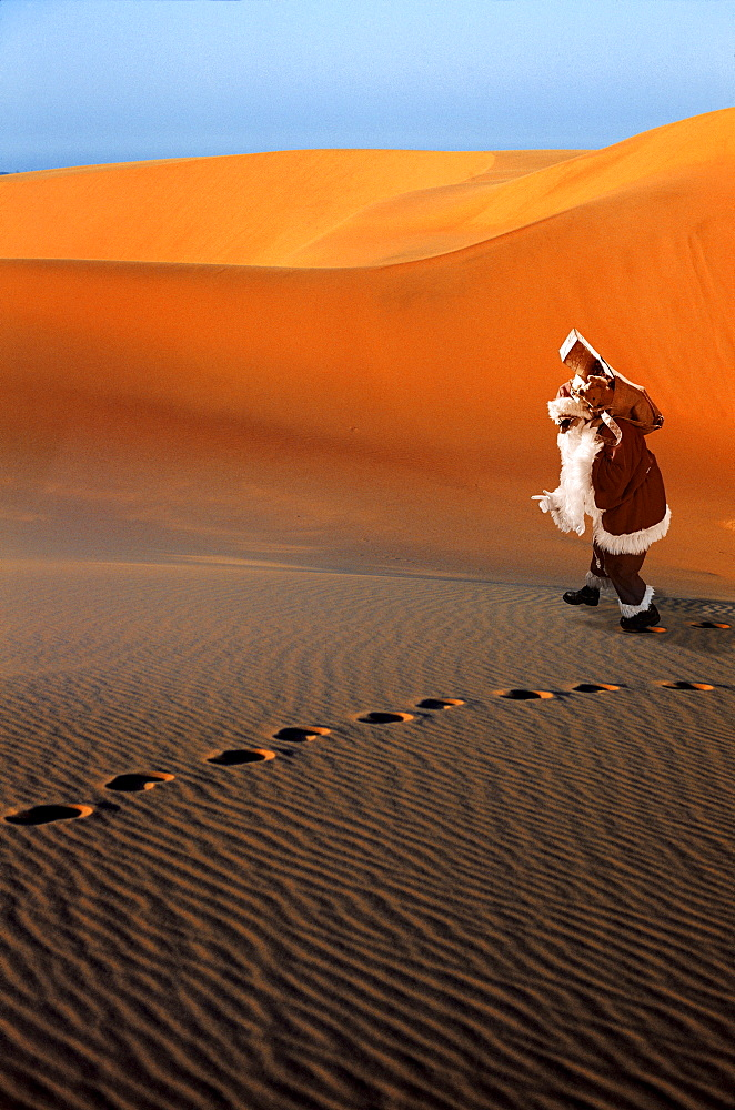 Santa Claus lost in the desert