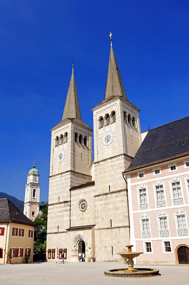 Church of St. Peter and St. Johannes and the Royal Palace, Berchtesgaden, Bavaria, Germany, Europe