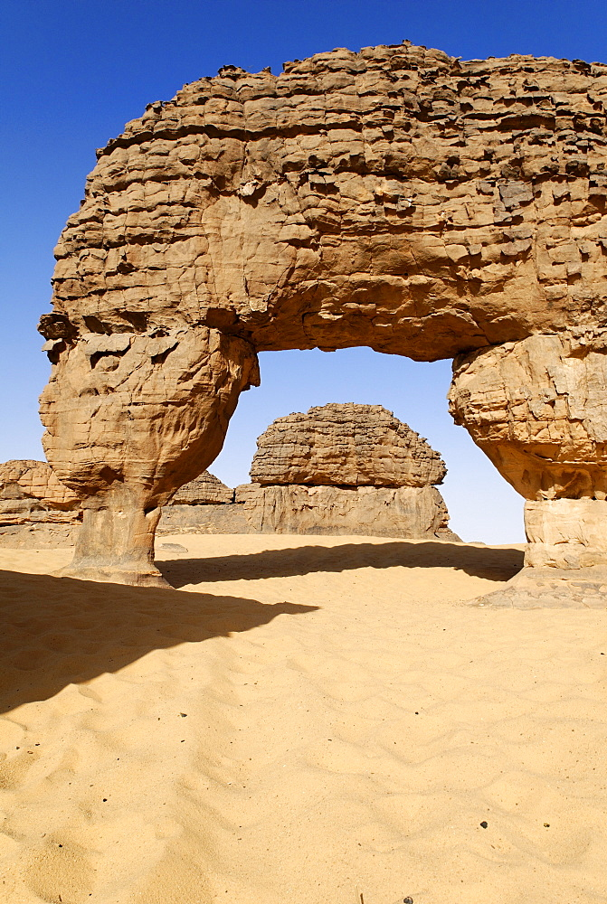 Rock window, rock formations at Youf Ahakit, Tassili du Hoggar, Wilaya Tamanrasset, Sahara Desert, Algeria, North Africa