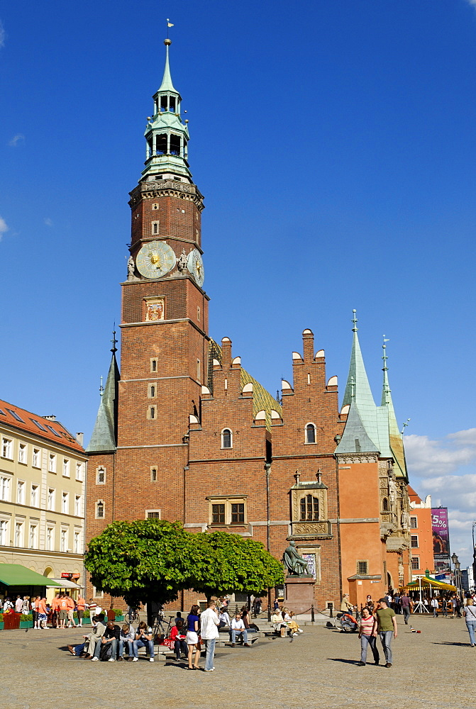 Market square, rynek of Wroclaw with town hall, Sukiennice, Cloth Hall or Drapers' Hall, Wroclaw, Silesia, Poland, Europe
