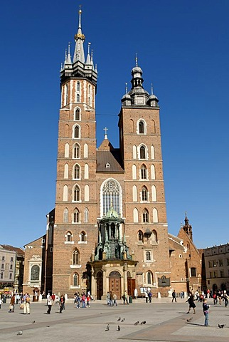 St Mary's Church on the Rynek, Krakow Market Square, UNESCO World Heritage Site, Poland, Europe