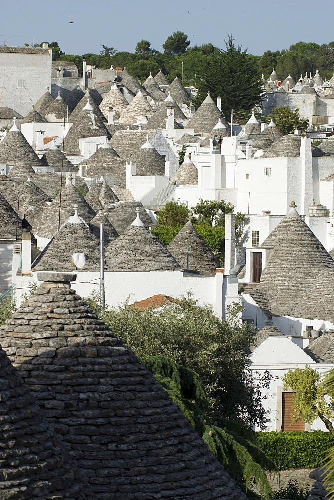 Trulli, conical buildings, Alberobello, UNESCO World Cultural Heritage Site, Apulia, Southern Italy, Europe